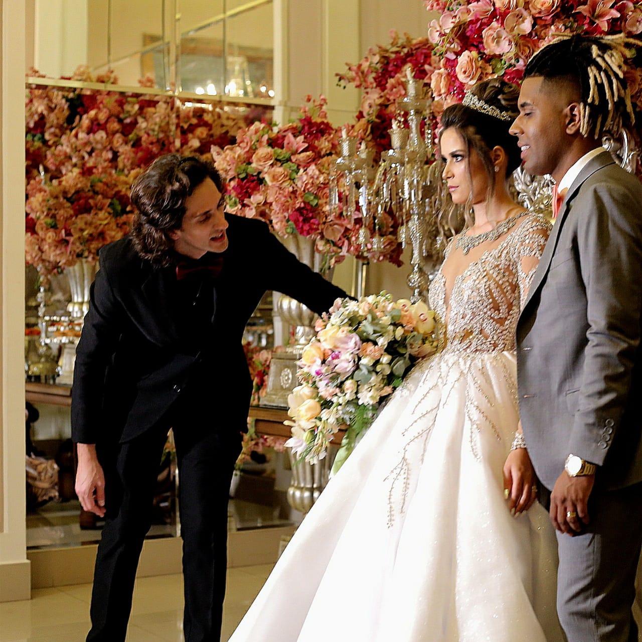 Cerimonialista Phillipe Hoffmann com os noivos Mc MM e Julie Ane